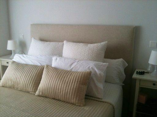 Diy crea tu propio cabecero acolchado las telas de tu - Cabeceros de cama acolchados ...