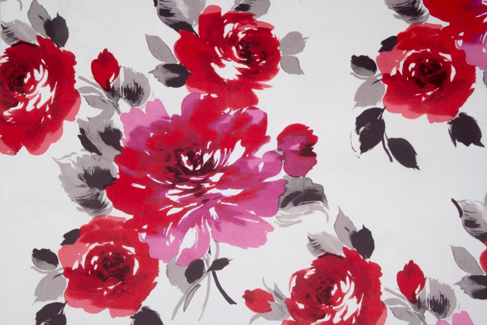 terciopelo estampado con grandes rosas